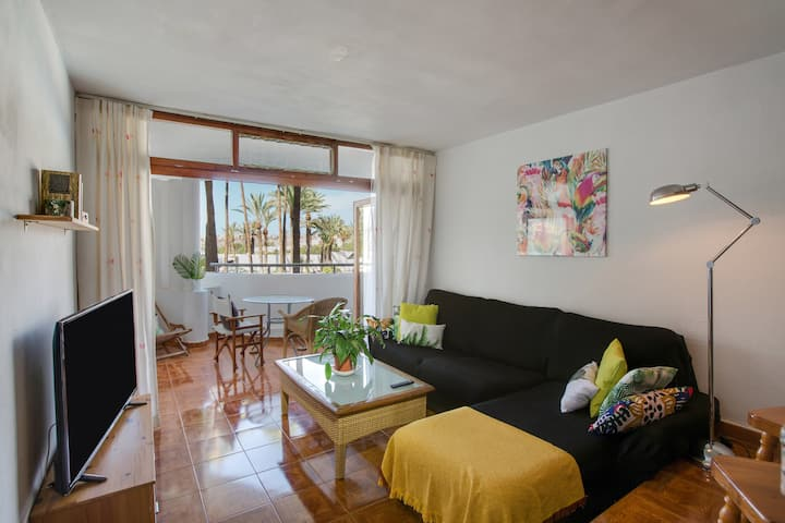 """Centrally Located Holiday Apartment """"Sunset Paraíso"""" with Terrace, Pool, Mountain View, Wi-Fi & TV; Parking Available, Pets Allowed"""