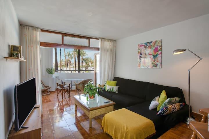"""Zentral gelegene Ferienwohnung """"Sunset Paraíso"""" mit Terrasse, Pool, Bergblick, WLAN und TV; Parkplätze vorhanden, Haustiere erlaubt"""