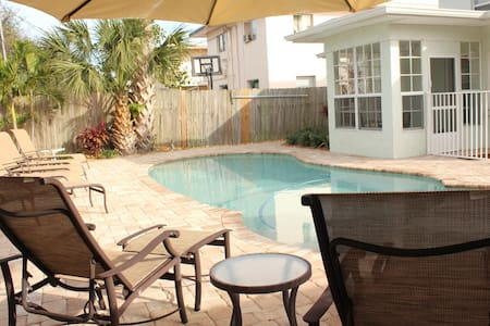 2.5BR/1BA w/ pool 1 block 2 beach