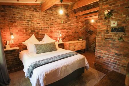 Stylish, charming Joburg Cottage
