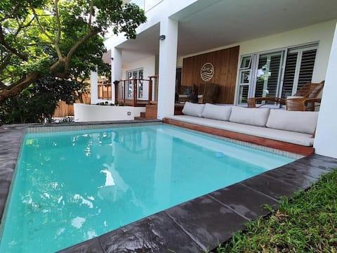 Stylish Zinkwazi Beach House - Go Barefoot