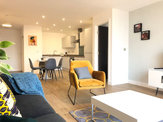 Brand new 2beds city centre apartment with parking