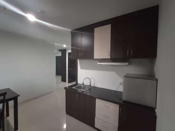 2BR Comfy Apartment located near Shopping Mall