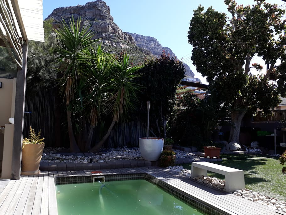 Small splash pool with great mountain views