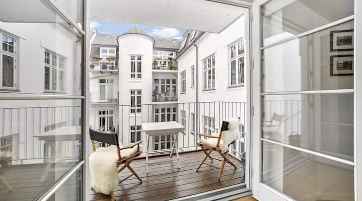 Cozy luxury apartment w balcony in heart of CPH
