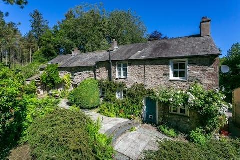 """School Ellis"" - charming cottage in SW Lakes"