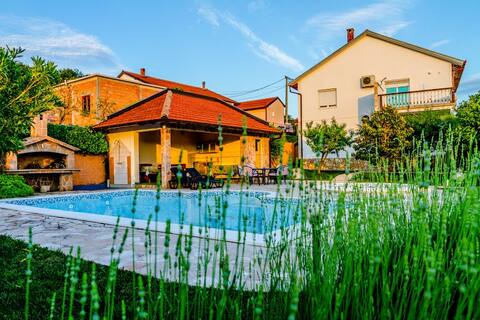 Sunny apartment with swimming pool Stolac