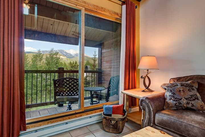 Stunning Breckenridge Mountain Views! Quick Walk to Lifts/Downtown! Pool, Hot Tub, Private Balcony! - Sundowner Tonopah 14
