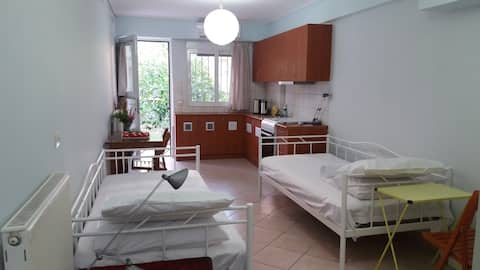 Nice small apartment near the airport and the sea!