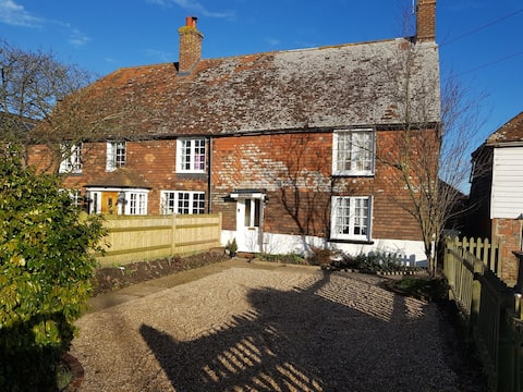Old Sussex cottage in 1066 country in Herstmonceux