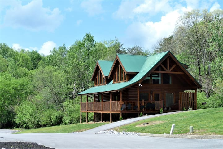 CUBS DEN - CLOSE TO DOLLYWOOD, THE ISLAND OR SHOWS - Pigeon Forge - Chalet