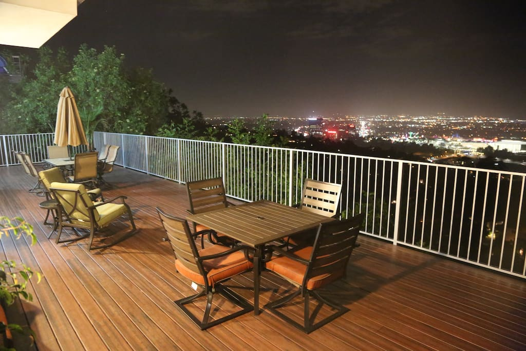 Enjoy the astonishing view from the city - by night!