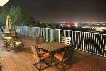 Chic Getaway Hollywood Hills Guest House w/View! - Guesthouse