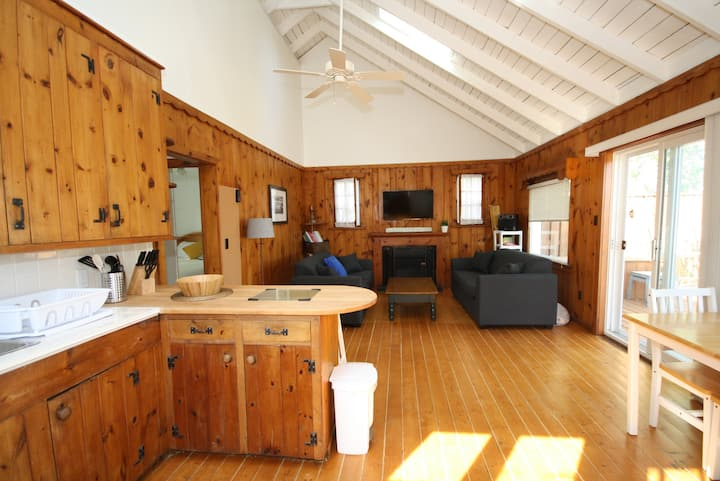 Clean & Cozy Cottage - Morgan's Point Lake Erie