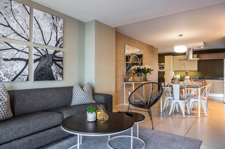 CAG The Hub - Superior Spacious Two Bedroom Apartment In Bryanston