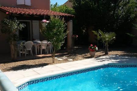 villa 100 m2 avec piscine et jardin - Rognac - Villa