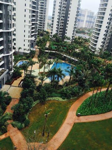 西海岸别墅花园小区一室一厅带泳池蓝球场儿童娱乐设施,环境优美温馨舒适 - Haikou Shi - Ev