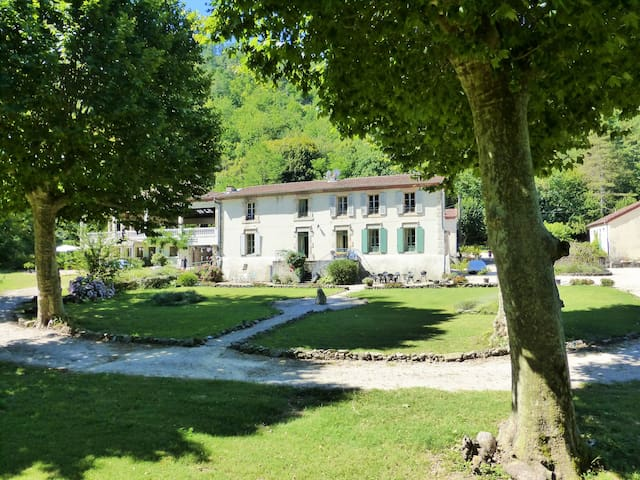 Riverside Château with pool and grounds - Branoux-les-Taillades - Apartmen