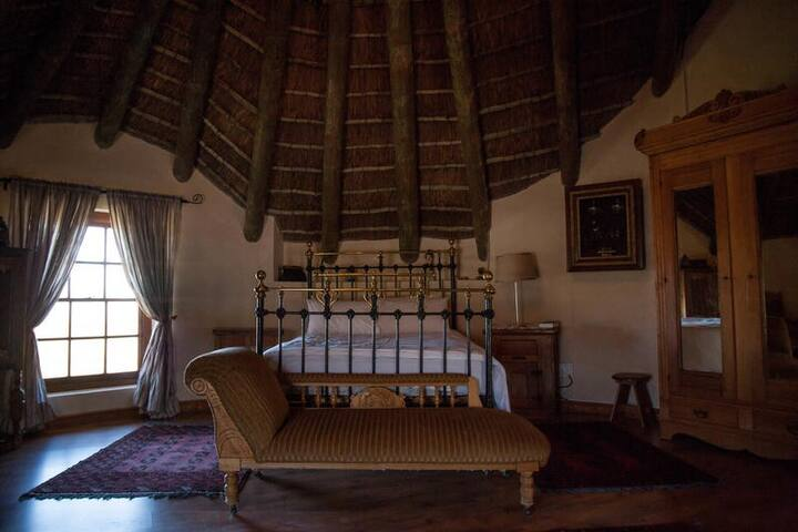 Oak Manor House Suite