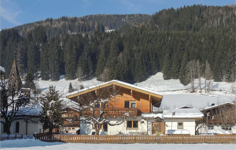 Holiday apartment with 2 bedrooms on 85m² in Mühlbach