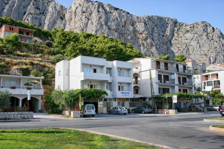 Studio flat with balcony Omiš (AS-4654-a)