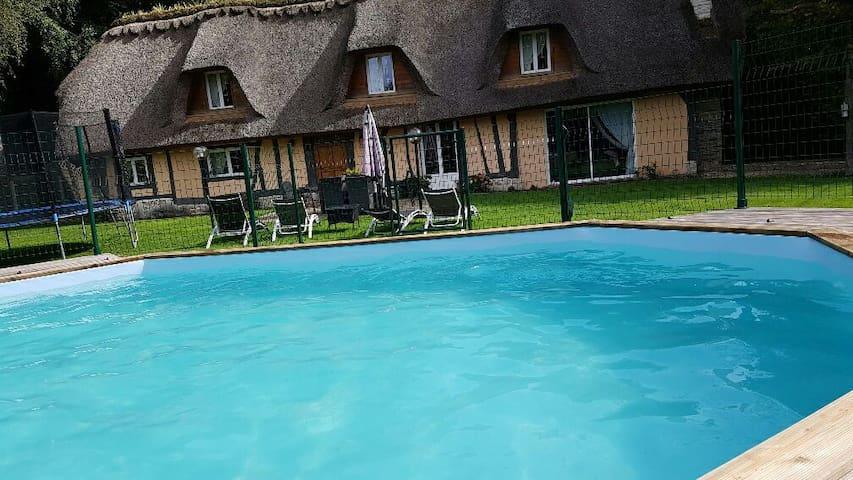 """Gite """"La Chaumiere de St Eloi"""" avec Spa et piscine"""