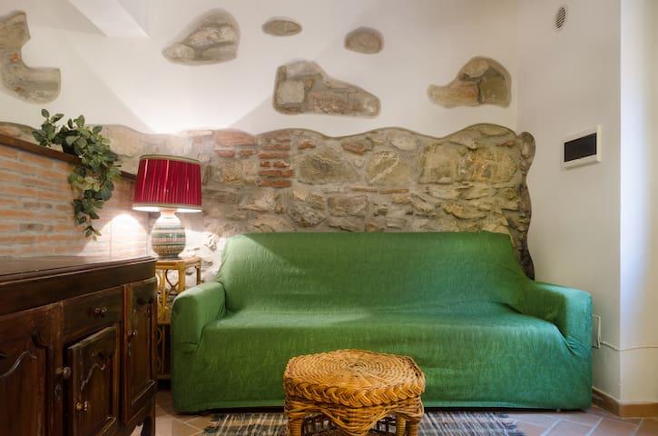 Bilocale centro storico 50m mare - Piombino - Apartamento