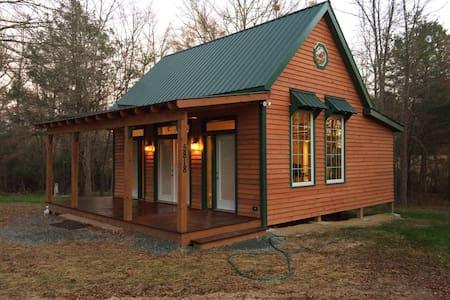 Twin Cedars Cabin - Graham - キャビン