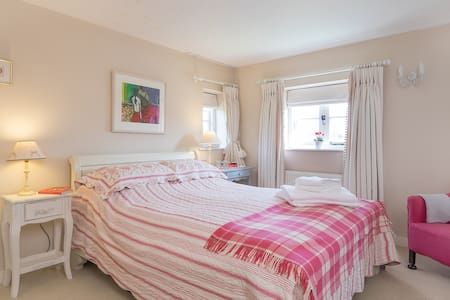 Cottage bedroom in Chawton - Chawton - บ้าน
