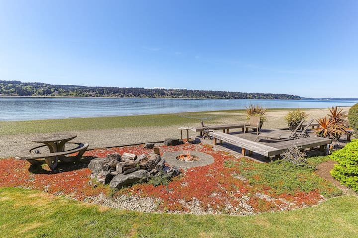 Modern waterfront home w/ private beach, kayak, views & fire-pit!