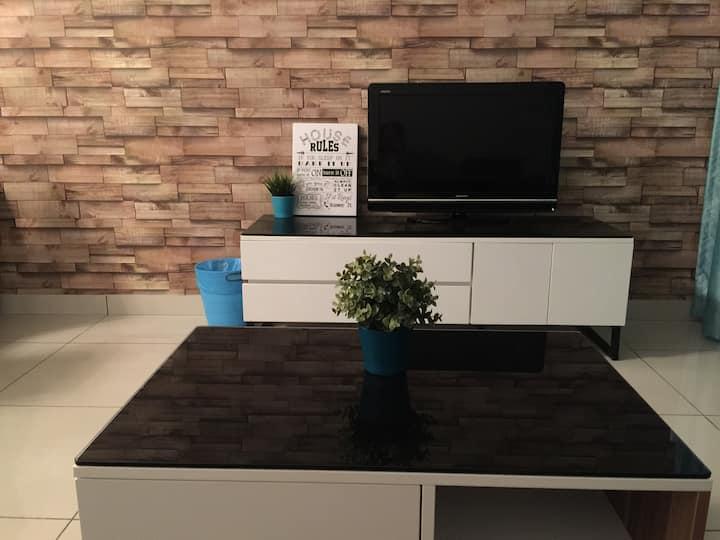 Cozy Hub @ Raffles Suites