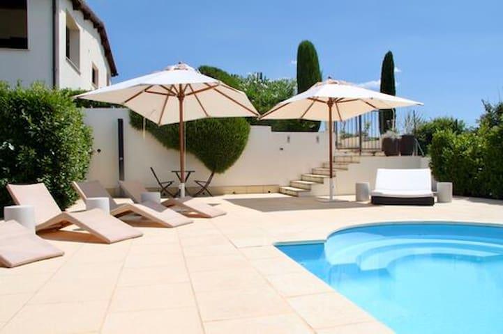 Elegant Pool Villa with Seaview near Rome/Tuscany