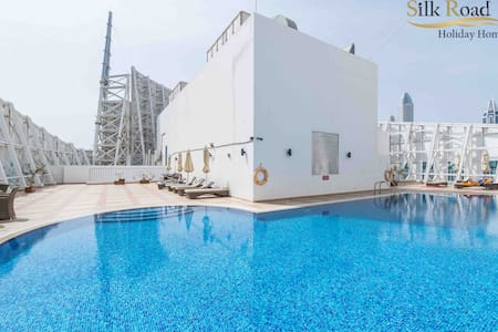 Fabulous view! Metro + Pool + Parking | Sleeps 4