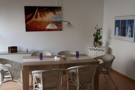 3 Bedroom TLA Appartment near BASE Highspeed WIFI - Kaiserslautern - Talo