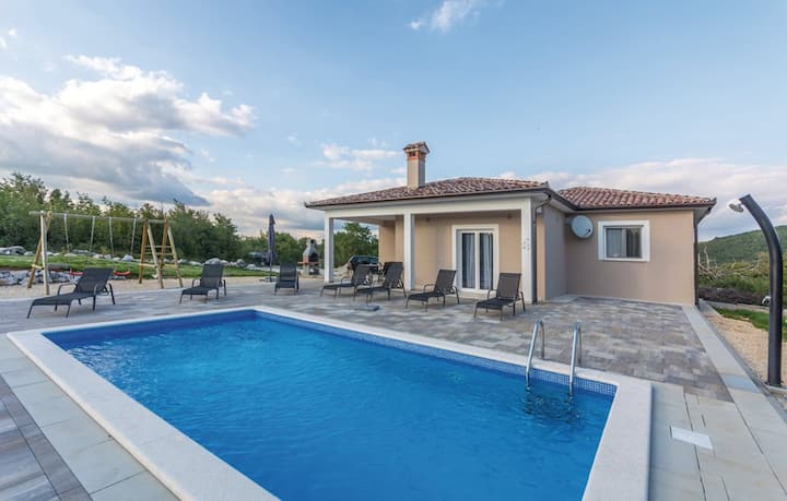 Villa SG - pool and large garden, privacy, nature