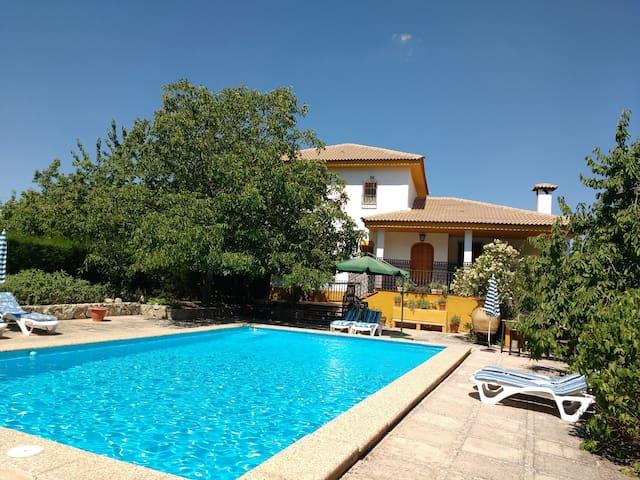 Villa Rosario, casa con piscina en la montaña