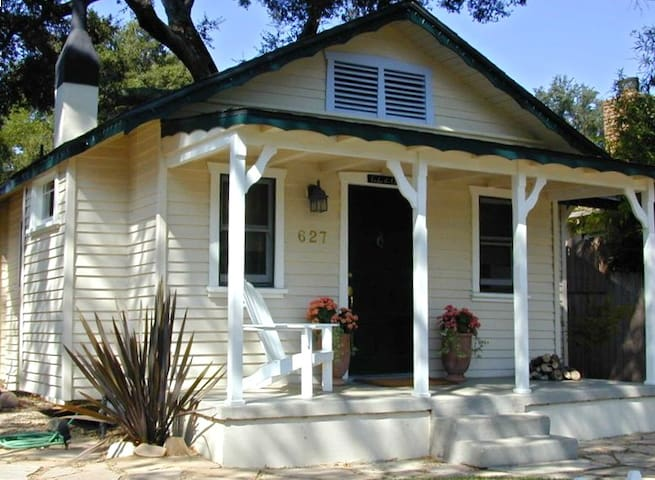 1918 Craftsman walking distance to downtown square