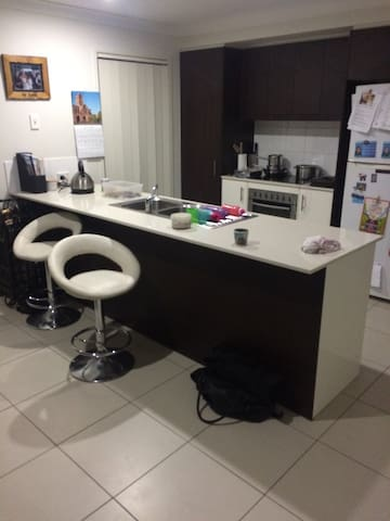 Peaceful 4 bed house, family suburb - Upper Coomera - 一軒家
