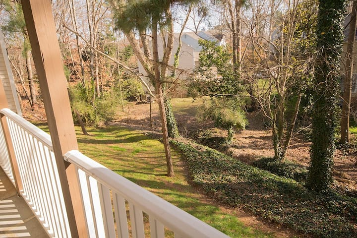 Zen Bedroom, Private Bath, Walk to Restaurants - Raleigh - Condomínio