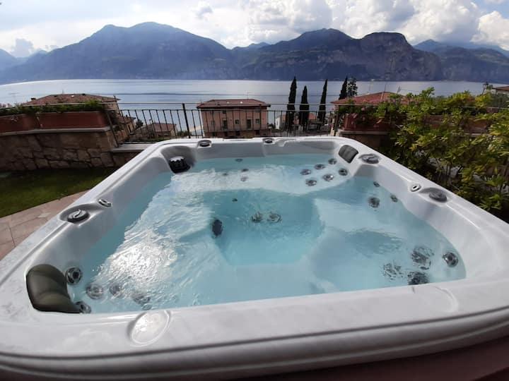 Prestigioso appartamento con Jacuzzi vista Lago