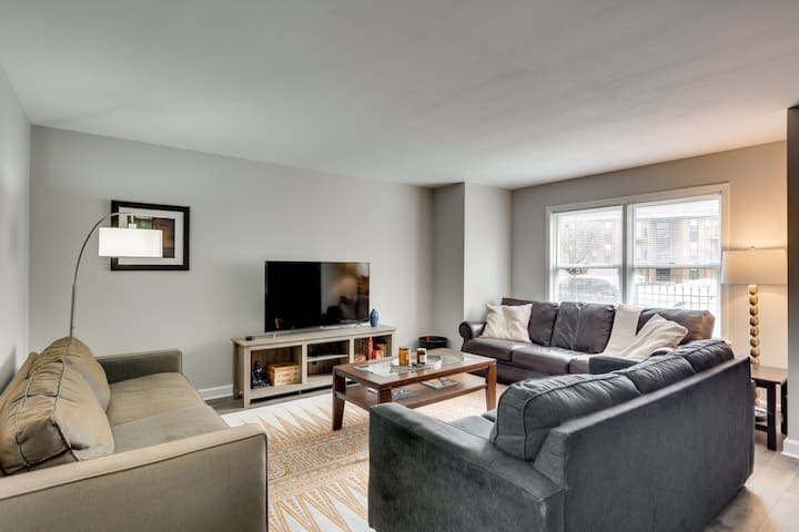 3 br/2 ba w/ Building Laundry by IL Med District
