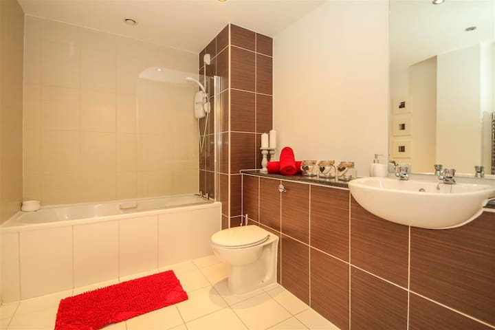 Modern Double room in a stylish apartment /parking