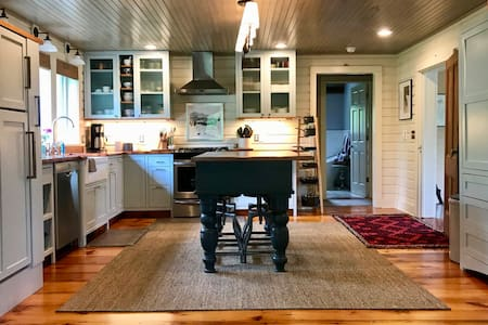 Gorgeous farmhouse near Cornell and Ithaca College
