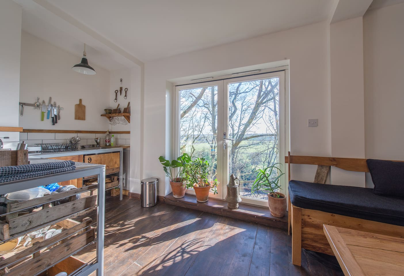 Kitchen set in the treetops and private balcony with magnificent views