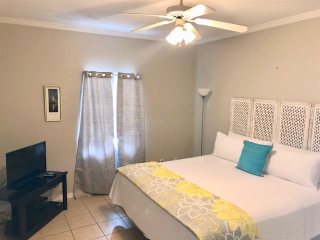 Delightful Lake 2/2~Flash Sale~$30 off Cleaning fee for bookings made after 12/9/19 with a departure date in Nov, Dec, Jan, Feb. Book Now! Romar Lakes 203B