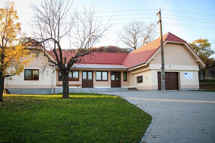 Rodinný dom s altánkom a ihriskom