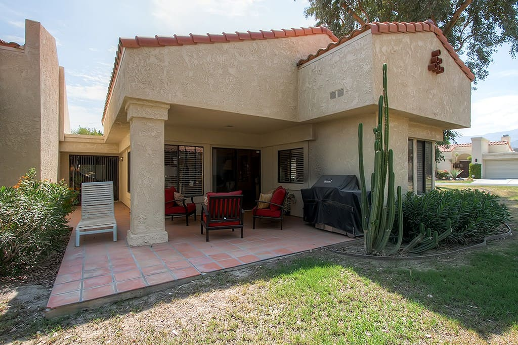 This La Quinta getaway sleeps 6 with 2 bedrooms, a separate studio, and 2 baths.