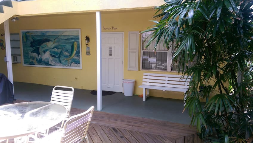 Fountain Apartment @ Pairadice Palms