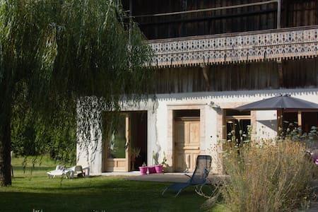 chambre  dans ancienne ferme rénovée + petit dej