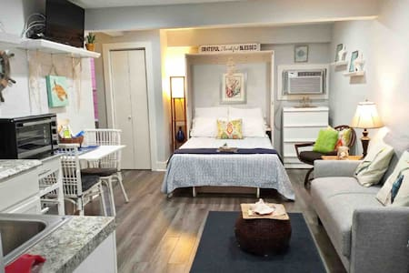 East End Studio (10% off for 3-night Aug rentals)